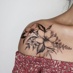 Sexy And Charming Shoulder Tattoo Designs For Women; Sexy Tattoo For Women;Floral Tattoos; Tattoo 30 Sexy And Charming Shoulder Tattoo Designs For Women - Page 16 of 30 Piercing Tattoo, Hawaiianisches Tattoo, Piercings, Body Art Tattoos, Tattoo Fonts, Wrist Tattoo, Blade Tattoo, Wing Tattoos, Thai Tattoo