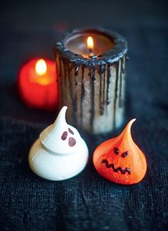 Trick or Treat? Halloween Meringues from The Meringue Girls Everything Sweet. Perfect spooky treats for this Halloween.