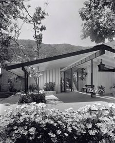 Cliff May - Mandalay House - Mid Century Modern Mid Century Decor, Mid Century House, Mid Century Style, Mid Century Modern Design, Sims, Mid Century Exterior, Googie, Modern Exterior, Residential Architecture