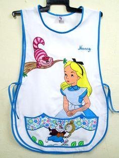 ALICIA/  Tergal diamante.  3 personajes. Decoración en bolsa. Childrens Aprons, Aprons Vintage, Teacher Shirts, Couture, Matilda, Baby Dress, Joggers, Baby Shoes, Sewing