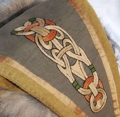 Triangle eastern hat for Viking with a motive in Borre style. Viking Tunic, Viking Garb, Viking Reenactment, Viking Dress, Viking Costume, Medieval Costume, Medieval Embroidery, Embroidery Motifs, Modern Embroidery