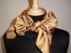 96 bästa bilderna på Hermès Silk Scarves   Silk scarves, Hermes ... 30757bfccf1