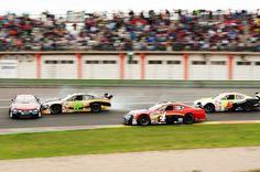 Salida accidentada en la primera carrera de NASCAR