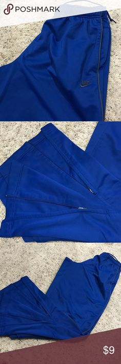 Nike pant Elastic waist with drawstring. Slide pockets. Zippers at the loose ankles. Soft knit with a brushed backing. Nike Pants Sweatpants & Joggers