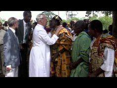 Uma imagem da Virgem, carbonizada pelos ataques na Nigéria, avivou a fé dos católicos.O arcebispo animou a colocar as cinzas das igrejas queimadas diante da imagem carbonizada da Virgem Maria.Nosso Pai, Meu Pai   O Amor do Pai por Nós https://emtudoavontedededeus.wordpress.com/2015/02/06/uma-imagem-da-virgem-carbonizada-pelos-ataques-na-nigeria-avivou-a-fe-dos-catolicos-o-arcebispo-animou-a-colocar-as-cinzas-das-igrejas-queimadas-diante-da-imagem-carbonizada-da-virgem-maria/