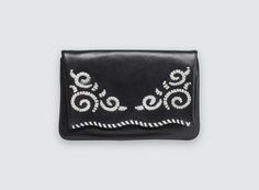 Need a bag to go out tonight ? SEAN STITCH bicolour clutch is a wardrobe staple!