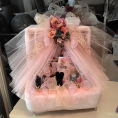 Wedding tray Geschenk ver packungen Creative Wedding Gift Baskets for Bride and Groom Wedding Hamper, Wedding Gift Baskets, Wedding Gift Wrapping, Wedding Gift Boxes, Bridal Shower Gifts, Bridal Gifts, Wedding Crafts, Wedding Decorations, Room Decorations