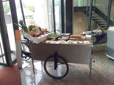 De bakfiets van onze kok Patrick Dost; ideaal voor demonstraties, markten en workshops!