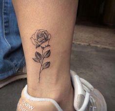 Small rose tattoo design on ankle – tattoo Piercings, Piercing Tattoo, Trendy Tattoos, Small Tattoos, Tattoos For Guys, White Tattoos, Cool Girl Tattoos, Unique Tattoos, Tattoos Lindas