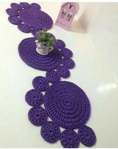 Best 11 Study In Circles Crochet Motif Table Runner Pattern Crochet Circles, Crochet Motif, Crochet Doilies, Crochet Stitches, Knit Crochet, Crochet Patterns, Crochet Ideas, Crochet Carpet, Crochet Home