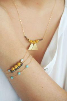 Idées à suivre avec des perles de récup' (les 2 triangles peuvent se trouver sur de vieilles boucles d'oreilles par exemple)
