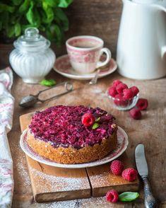 3,532 отметок «Нравится», 51 комментариев — Irina Meliukh (@saharisha) в Instagram: «Raspberry upside down cake// Малиновый пирог-перевертыш. Малину можно брать замороженную, так что…»