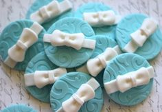 Bow gift fondant Toppers - wedding topper - wedding fondant - wedding cake by Les Pop Sweets on Gourmly