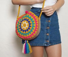 Campora M Round Bag - Tote Bag Collections embroidery sweets embroidery inspiration embroidery beautiful Hippie Bags, Boho Bags, Crochet Shell Stitch, Diy Bags Purses, Round Bag, Crochet Round, Crochet Handbags, Tapestry Crochet, Knitted Bags