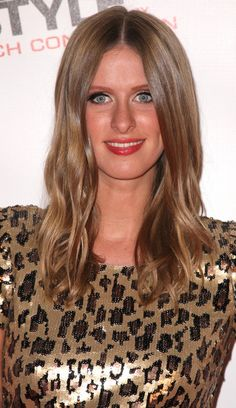 Nicky Hilton Medium Wavy Cut