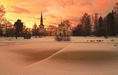 """Церковь Введения во храм Божией Матери. В усадьбе """"Введенское"""" под Звенигородом."""