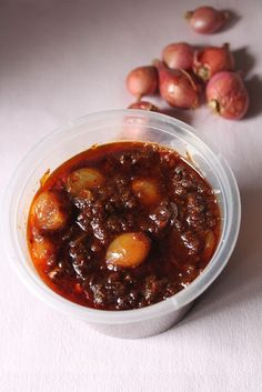 Onion Pickle / Ulli Thokku / Ulli Pickle / Shallots Pickle / Pickled Onions / How to Make Pickles Without Preservatives - Yummy Tummy Indian Food Recipes, Asian Recipes, Gourmet Recipes, Vegetarian Recipes, Cooking Recipes, Healthy Recipes, Lunch Recipes, Cooking Dishes, Pickled Shallots