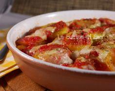 Le patate alla pizzaiola sono un ottimo piatto facile ed economico sempre gradito da grandi e piccini.