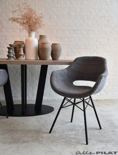 Eetkamerstoel Inez; modern en hippe kuipstoel in grijze stof - Woonwinkel Alle Pilat Residential Interior Design, Home Interior Design, Interior Decorating, Chair Design, Furniture Design, Scandinavian Chairs, Dining Table Chairs, Modern Table, Living Room Furniture