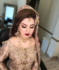 This beauty came to us for her baraat makeup and simply looked drop dead gorgeous Mashallah💕 Bridal Makup, Bridal Makeup Looks, Bridal Hair And Makeup, Bridal Beauty, Bridal Looks, Pretty Makeup, Pakistani Bridal Couture, Indian Bridal Fashion, Indian Bridal Makeup