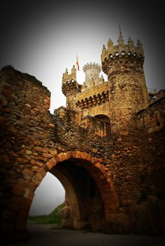 Castillo de Ponferrada, España. The last town in the route of El Camino de Santiago, before reaching Santiago de Compostela. Look into for next trip.