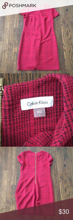 Calvin Klein zipper back dress 💃🏽 Perfect for work to happy hour—zipper back Calvin Klein Dresses Midi