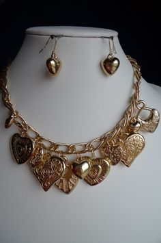 """CHUNKY HEART STYLE GOLD TONE NECKLACE SET    * If you need a necklace extender I have them for sale in my store.*      NECKLACE: 20"""" + ext    HOOK EARRINGS: 1.1"""" LONG     COLOR: GOLD TONE $20.99"""