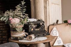 Machine à écrire en location chez D DAY DECO #ddaydeco #decoration #deco #decomariage #decorationmariage #mariage #original #mariageoriginal #chic #mariagechic #wedding #machine #ecrire #machineàécrire #shabby #shabbychic