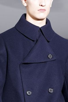 See all the Details photos from Jil Sander Autumn/Winter 2013 Menswear now on British Vogue Jil Sander, Mens Fashion Winter Coats, Men Street Look, Navy Wool Coat, Winter Mode, Man Up, Men's Coats And Jackets, Style Snaps, Slim Man
