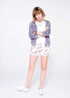 A mix-and-match combination of patterns: a pair of white shorts with floral print with a grey fleece sporting the same pattern, and a light viscose shirt. SUN68 Woman SS15 #SUN68 #SS15 #woman #shorts #fleece #shirt