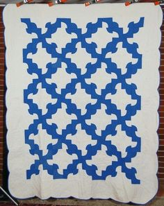 """Dazzling Vintage 30's Blue White Drunkard's Path Antique Quilt 