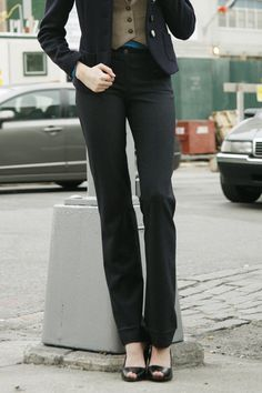 """FREE """"Ellen"""" pants pattern from Burda Style (now where can I get those long legs? Sewing Patterns Free, Free Sewing, Clothing Patterns, Dress Patterns, Free Pattern, Sewing Pants, Sewing Clothes, Couture, Ladies Trouser Suits"""