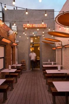 outdoor dining area, burger lounge, los angeles, california | foodie travel + restaurants