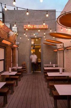 Restaurante: espaço pequeno solução de acústica e iluminação