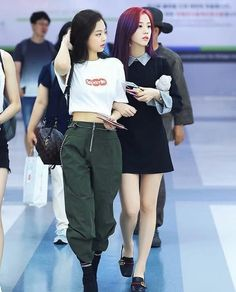 We all want to look youthful and fun. Today let's all get inspired by Blackpink Jennie's student fashion look! Blackpink Outfits, Kpop Fashion Outfits, Blackpink Fashion, Korean Outfits, Asian Fashion, Fashion Looks, Korean Fashion Trends, Korean Street Fashion, Korean Fashion Summer