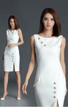 Đầm công sở đính nút xẻ tà màu trắng sang trọng