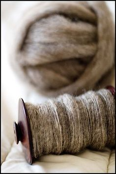 I keep baskets full of raw wool in lovely colors like fine art work sitting around , and when I get stressed or feel creative I spin them or twist and knit . Spinning Wool, Hand Spinning, Spinning Wheels, Wool Yarn, Fiber Art, Neutral, Textiles, Weaving, Knitting