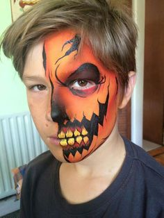 Are you looking for a DIY Halloween costume? Need some ideas on what to do for your costume? Check out these DIY Halloween Makeup Looks. Halloween Pumpkin Makeup, Scary Halloween Pumpkins, Halloween Makeup Looks, Halloween Kids, Halloween Face, Pumpkin Face Paint, Pumpkin Faces, Face Painting Designs, Face Art