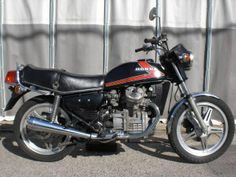 1983 honda GL400 Age18.I chose fit the physique of big I, The machine of the big body like the 1000cc class.Comfortable in the long touring.