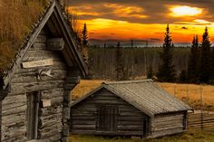 Photography: The Kingdom of Sweden in 50 Stunning Pictures – Photoshop and photography galleries Scandinavian Cabin, Kingdom Of Sweden, Old Abandoned Buildings, Sweden Travel, Lappland, Wooden Cabins, Old Barns, Cabins In The Woods, Old Houses