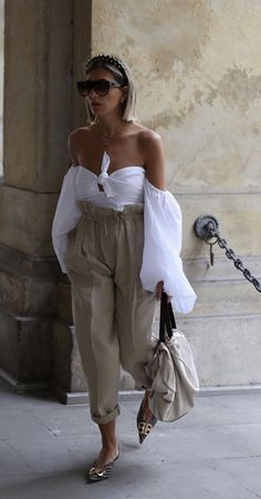 Pin by Mode und Outfit Trends on Mode und Outfit in 2019 Fashion 2020, Look Fashion, Fashion Outfits, Womens Fashion, Fashion Trends, Korean Fashion, Luxury Fashion, Fashion Tips, Look Street Style