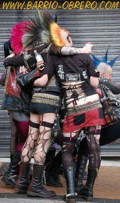 Ropa, Calzado y Complementos Punk: www.barrio-obrero.com  Botas con puntera, Cruzadas, Cinturones pinchos, Tintes, Muñequeras, Bombers MA1, Parches, Fanzines...
