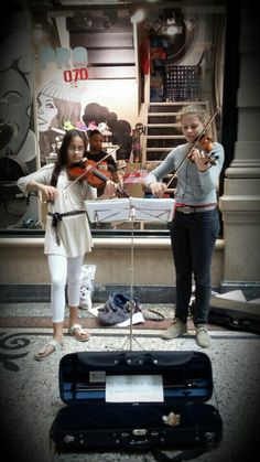 """Music moment in the famous shopping arcade the """"passage"""" #shopping in style #denhaag"""