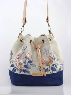 Best 12 Blubery / Ručne maľovaná ľanová kabelka z ľanu Embroidery Bags, Bag Patterns To Sew, Sewing Patterns, Knitting Patterns, Patchwork Bags, How To Make Handbags, Denim Bag, Denim Jeans, Fabric Bags
