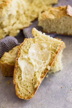 Traditional Irish Soda Bread- this bread is super easy to make and only has 4 ingredients! No Yeast Bread, Bread Baking, Bread Recipes, Cooking Recipes, Lunch Recipes, Healthy Recipes, Traditional Irish Soda Bread, French Apple Cake, Irish Soda Bread Recipe