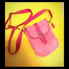 ☝️HOUR SALE⌛️Pink Coach suede messenger bag Suede with pink leather trim messenger bag in good condition with small signs of wear but in overall good condition Coach Bags