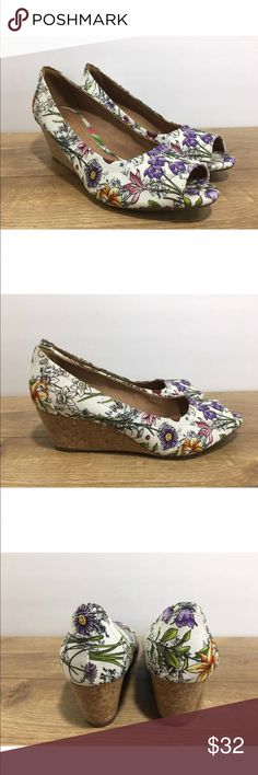 Clarks Artisan White Floral Wedges Size 7.5M -Y5 Clarks Artisan slip on peep toe white floral cork wedges size 7.5M in very good condition. These shoes do show signs of wear but still have a ton of life left in them.   Please see photos for color, style and condition. Clarks Shoes Wedges