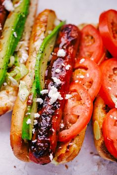 you have never tried a hot dog with tomato and avocado you are going to want to try these super delicious California Hot Dogs. Simple, quick, and perfect for Summertime grilling. Barbecue Recipes, Grilling Recipes, Cooking Recipes, Healthy Recipes, Healthy Food, Easy Cooking, Hot Dogs, Burger Dogs, Good Food