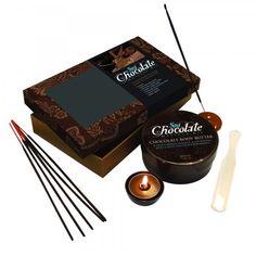 """Un'idea regalo originale per gli """"amanti"""" del cioccolato. La confezione contiene il necessario per una rilassante esperienza sensoriale. Abbandona i tuoi sensi a un'esperienza rilassante con il kit per massaggi al cioccolato."""