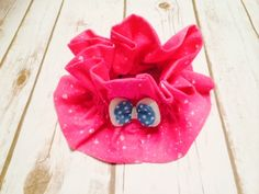 Pink flannel scrunchie for your sensitive skin pet.  Soft organic flannel is lightly elasticized for a soft, comforting fit. Teal bow by CollarRap on Etsy